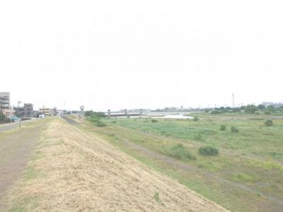 多摩川徒歩1分圏内! 休日は、ランニングや散歩を楽しめます!