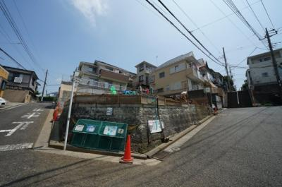 周辺は第一種低層住居専用地域の閑静な住宅街です。