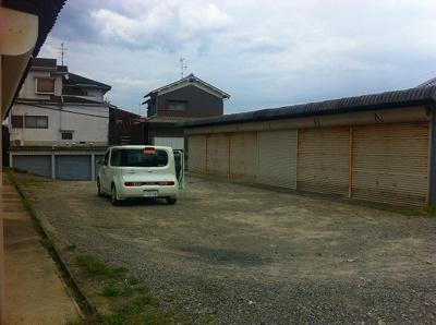 【駐車場】滝川シャッター付きガレージ