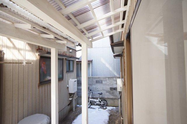 玄関先から室内が見えない造りです
