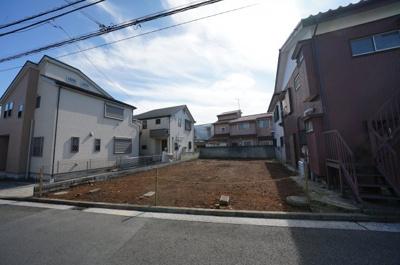相鉄線「星川」駅より約11分、閑静な住宅街にございます。