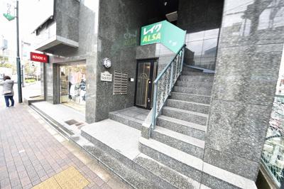【エントランス】小阪駅前ヴィラデステ
