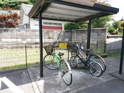 屋根付き駐輪場も設備されています!