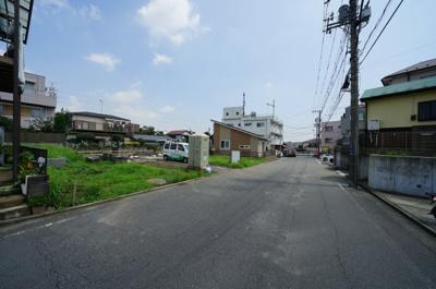 前面道路は幅員約7.8メートルとゆとりのある広さです。