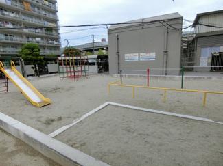 マンションの敷地内に公園もあるので、 小さなお子様も安心して遊ぶことが出来ます。