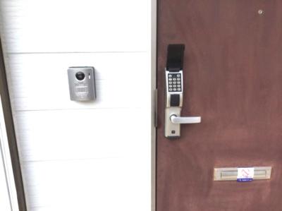 TVモニター付ドアホンと電子ロック