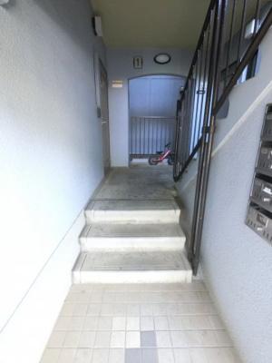 エレベーターはないですが2階部分ですので負担は少ないです。
