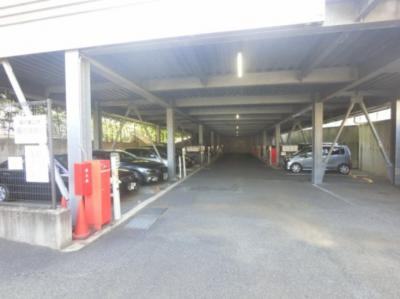 敷地内駐車場です。 お車をお持ちの方も安心です。
