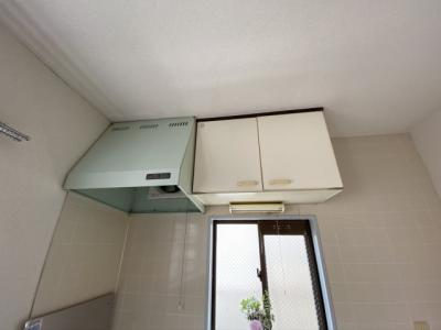 キッチン上部収納です
