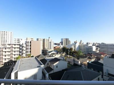 第三京浜とは逆向きです。住宅街が広がっています。