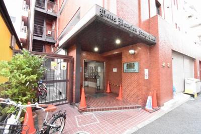 ブルーライン「阪東橋」駅徒歩7分、京急本線「日ノ出町」駅徒歩6分、JR根岸線「関内」駅徒歩13分と好立地。
