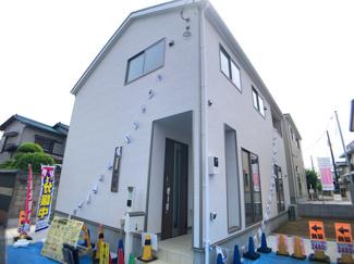 東葉高速線「飯山満」駅新京成線「前原」駅徒歩16分の全2棟の新築一戸建てです。