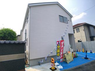 敷地は36.9坪(2号棟)と43.9坪(1号棟)と広く駐車スペース2台(車種による)可能です。