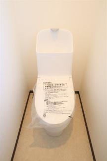 君津市南子安3丁目 新築一戸建て 君津駅 シャワートイレ抗菌加工でお手入れらくらくです。トイレは常に清潔でいたいですよね