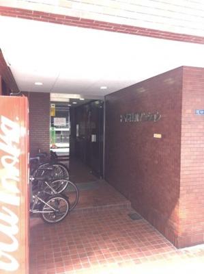 マンション入り口に自転車置場有、駅やマンション近隣等らくに移動できます