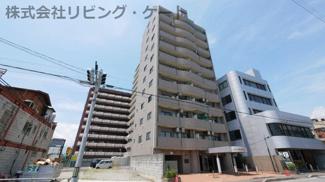 甲府駅徒歩18分の立地。人通りが多く、便利な立地です。