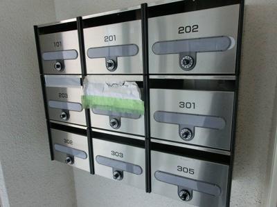 ダイヤル式のメールボックスです☆