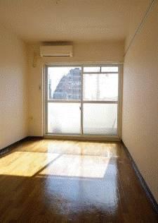 室内はフローリングです。