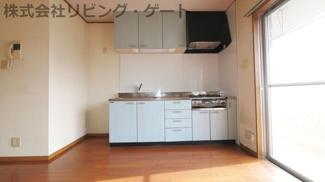 吊戸棚付きの収納力が高いキッチン