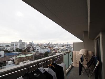 6階、南向きですので日当たり良好です♪お洗濯ものがはかどりますね♪たっぷりの陽光