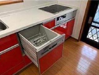 赤色のキッチンが可愛いですね!
