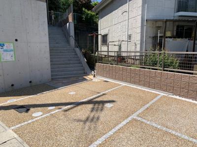 駐車スペース。普通車1台駐車可能です。