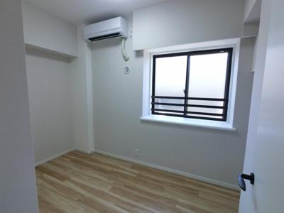 洋室です。 エアコン付で書斎・子供部屋・ワークスペースにいかがでしょうか。