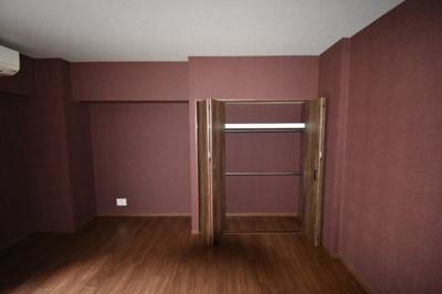 8.3帖の広さがある洋室です