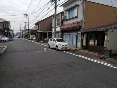 【前面道路含む現地写真】鳥取市茶町中古戸建て