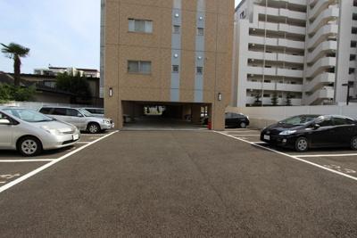 【駐車場】ヴィラマール雨宮敷地内駐車場