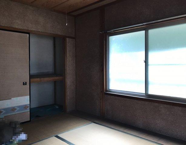 2階北西和室です。押入れございます。