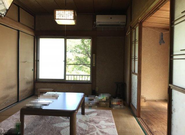 和室と隣接して縁側がございます。
