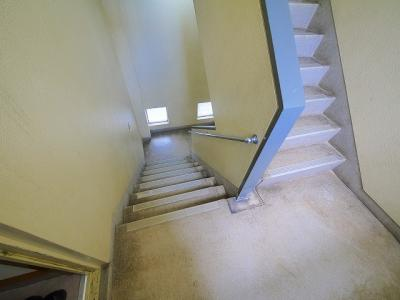 足元が見やすい階段です