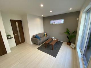 アクセントクロス採用で落ち着いた空間♪ 新築戸建の事はマックバリュで住まい相談へお任せください。