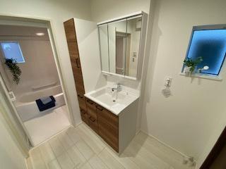 リネン庫付きシャワー洗面化粧台 新築戸建の事はマックバリュで住まい相談へお任せください。