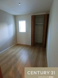 約5.2帖の洋室。3つもお部屋があると嬉しいですよね。