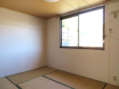 別のお部屋のお写真となります。