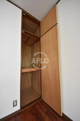 西田ハイツ 洋室の収納スペース