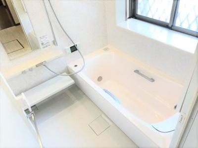 ゆったりくつろげる浴室。浴室乾燥機付きで雨の日のお洗濯も安心