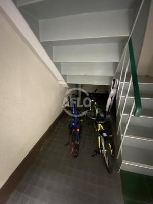 西田ハイツ ロビー 階段