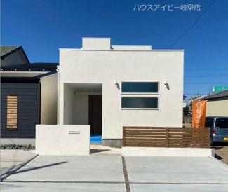 岐阜市大菅南 ウッドデッキの付いた中庭のあるお家です!青空を眺めながらお外ご飯を楽しんでみては♪