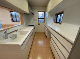 中央区松ヶ丘町 新築一戸建て 大森台駅 カップボードのついた使い勝手の良いキッチンです。