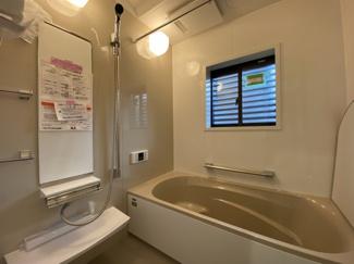 中央区松ヶ丘町 新築一戸建て 大森台駅 白を基調とした、清潔感のあるバスルームです。