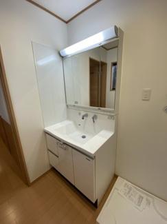 中央区松ヶ丘町 新築一戸建て 大森台駅 収納の充実した独立洗面台です。