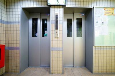 エレベーターが2基ありますので便利です!