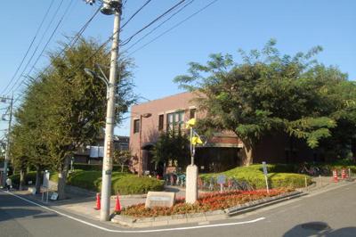練馬区立稲荷山図書館まで145m
