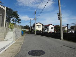 千葉市若葉区桜木北 新築一戸建て 桜木駅 5mの前面道路なので、駐車が楽です。