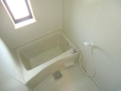 浴室に窓付※写真はイメージです