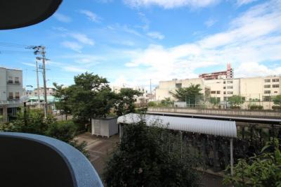 バルコニーからの眺望になります。