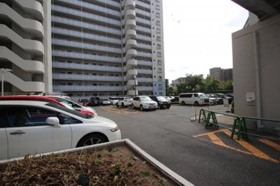 共有部分の駐車場になります。